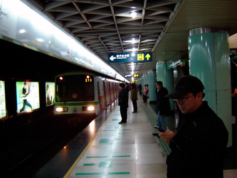 Shanghai_Metro_platform